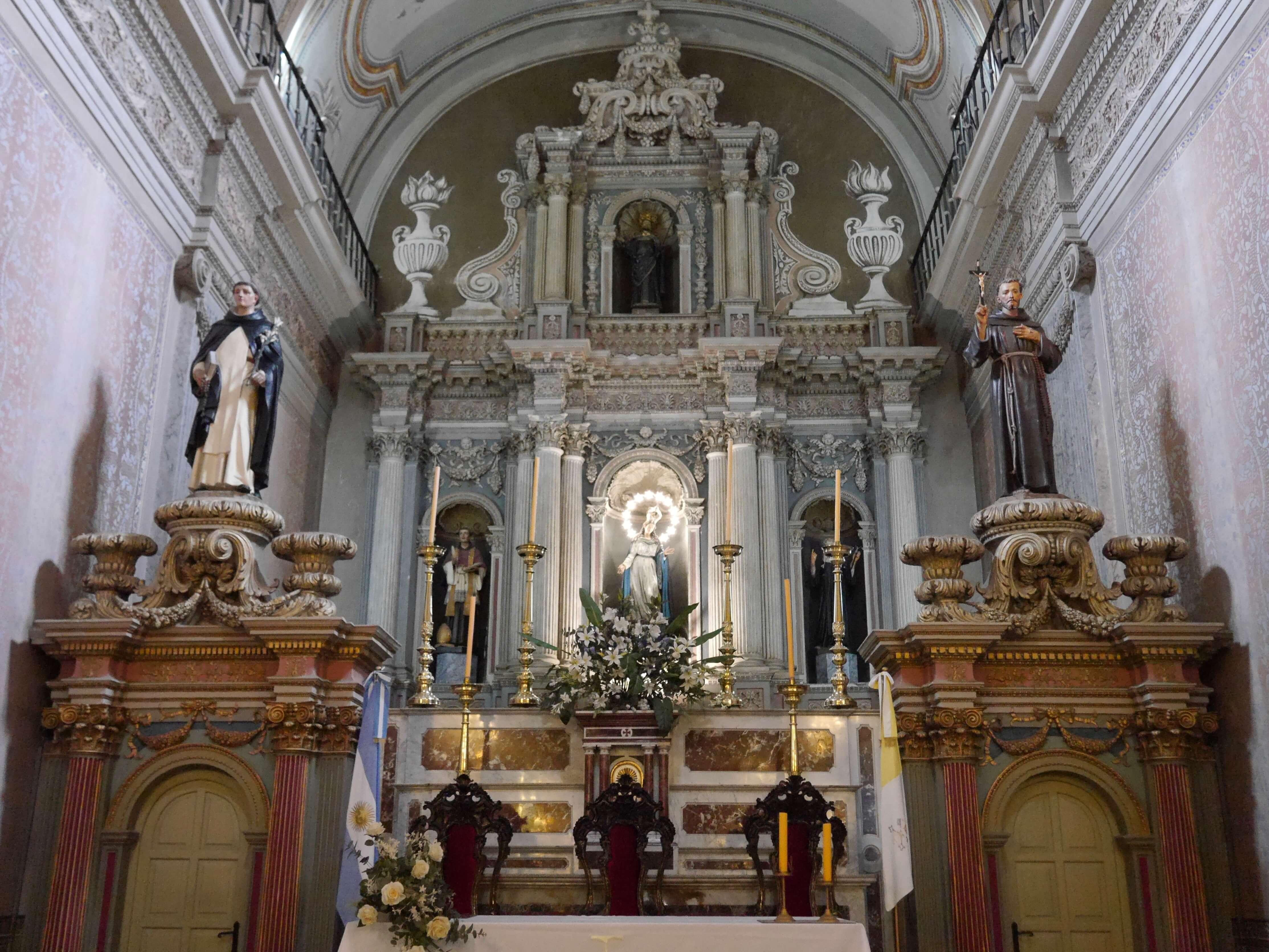 Iglesia-interior-altar-Virgen-Salta