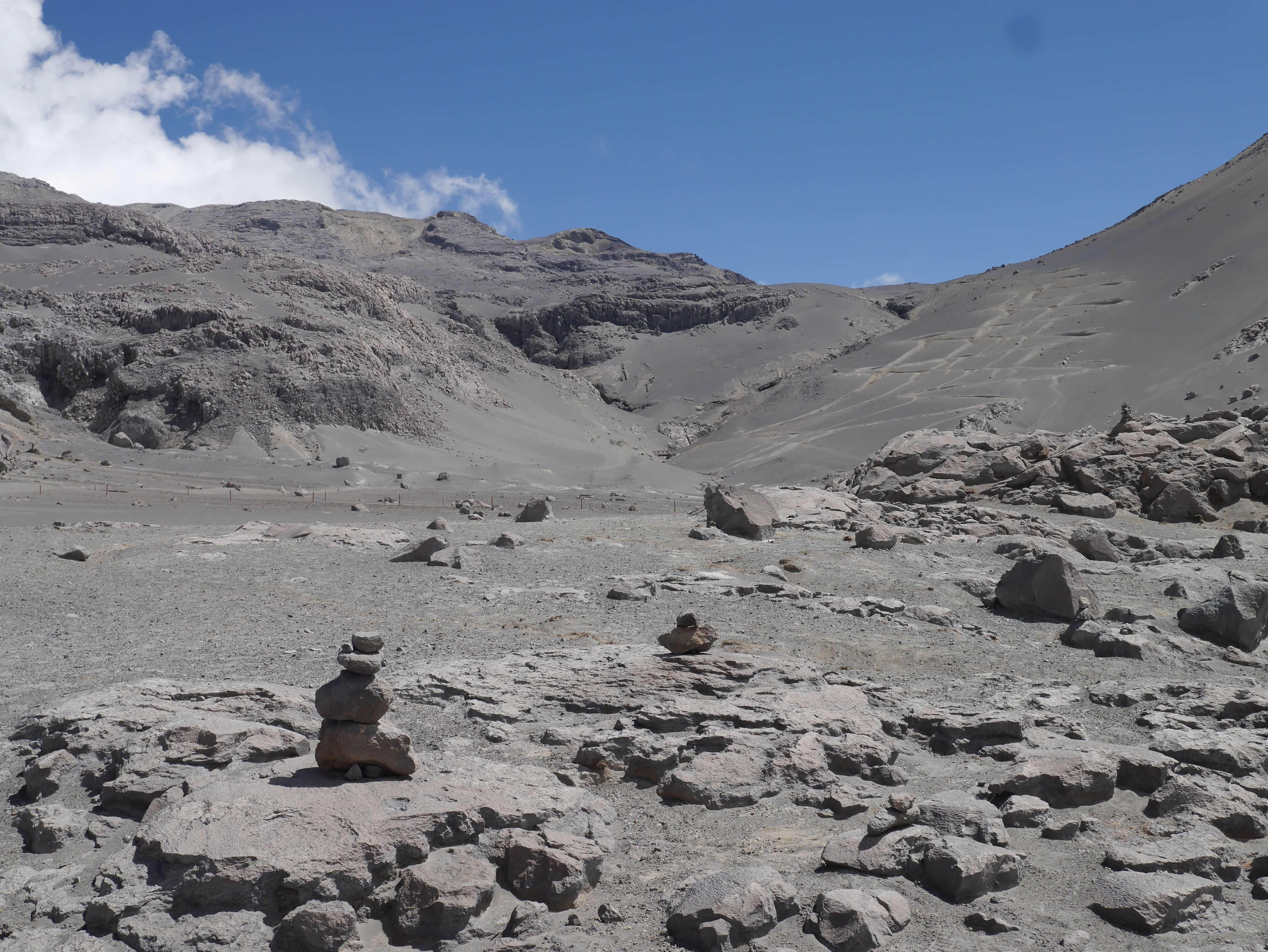 Parque-Nacional-Los-Nevados-Colombia-volcán-piedras-ceniza