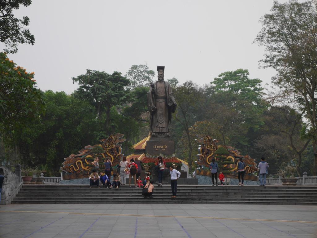 Postcard from Hanoi – Ancestors