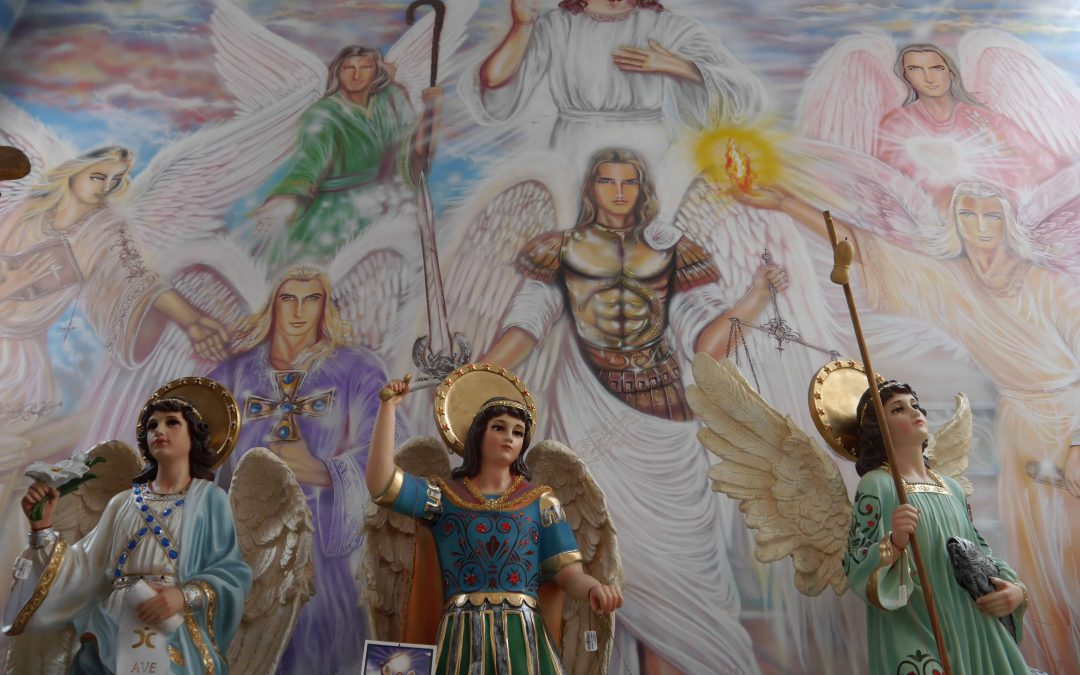 Angels-mural-statues-wings-Jesus