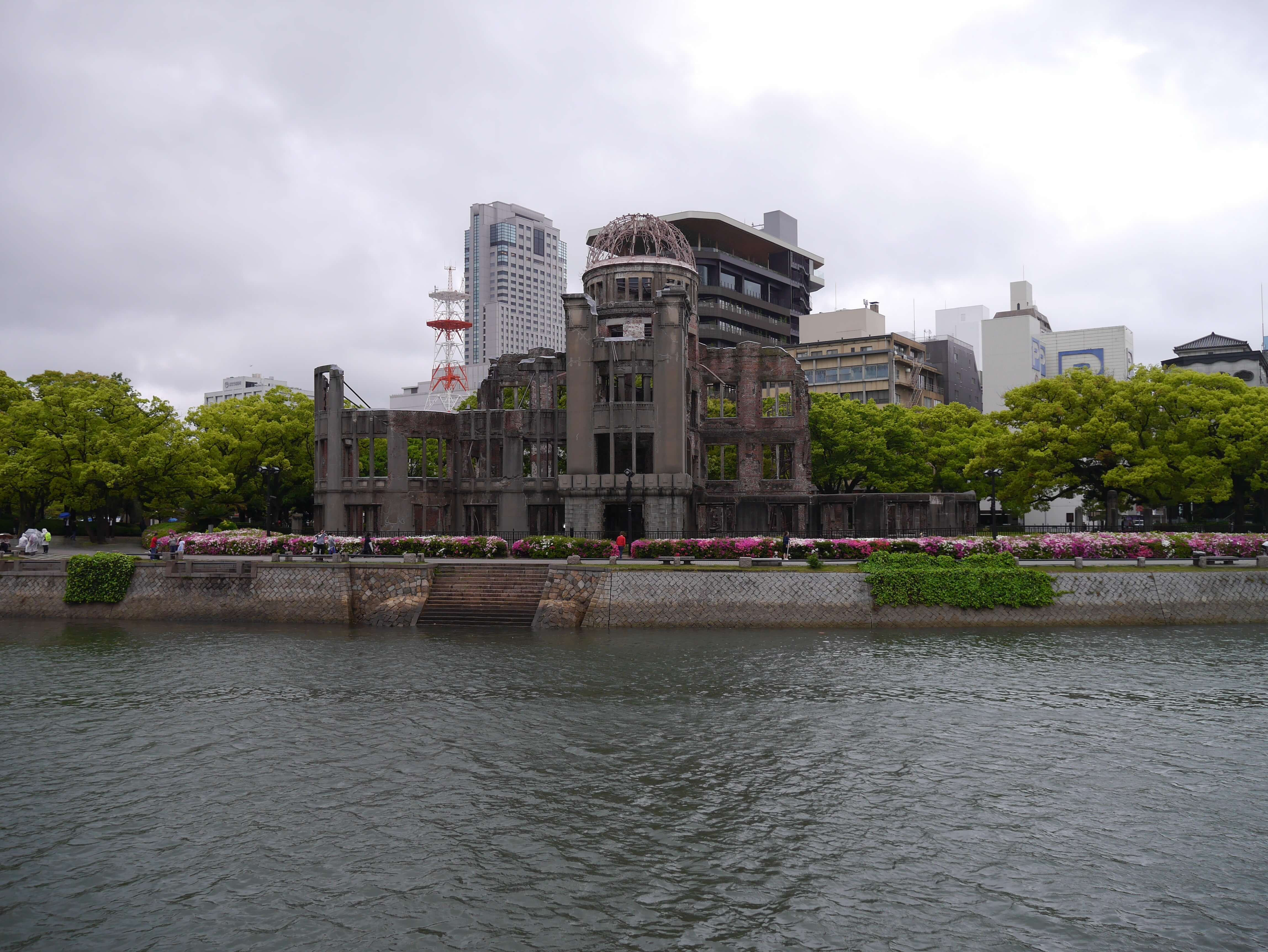 Hiroshima-Japan-river-monument-ruins