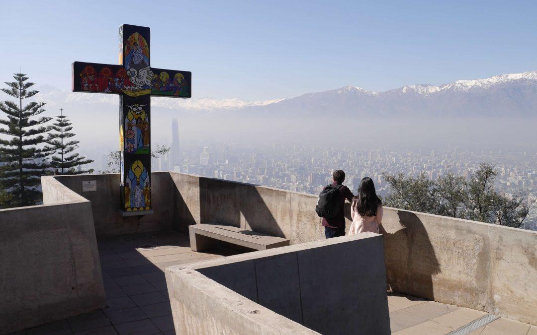Cruz-esmog-montañas-Santiago-Chile